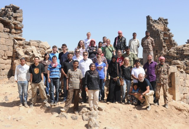 Group photo of students and workers at the archaeological site.