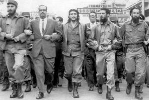 Fidel Castro (left) marches with Che Guevara (center) in a 1959 parade in Havana. (Image source: Universal History Archive/Getty Images, via NY Daily News.)